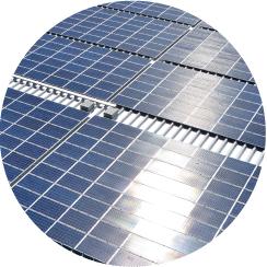 太陽光パネルを美しく保つことで 安定した発電量を維持します。